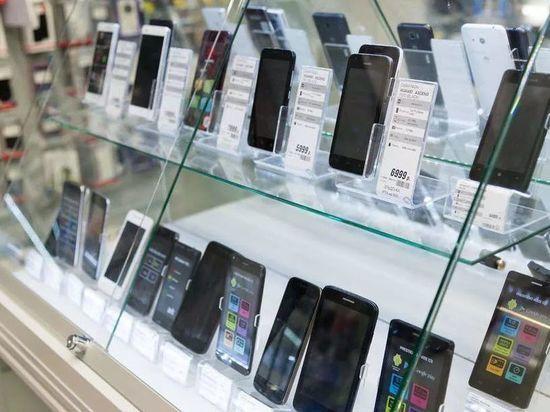 В поселке Домбаровский обокрали салон сотовой связи: забрали 91 телефон