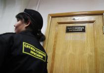 «Недавно я был в одном из районных судов Москвы и сильно удивился, когда увидел пристава с татуировкой на предплечье