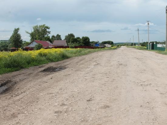 Под Кимовском дорога 40-летней давности нуждается в ремонте