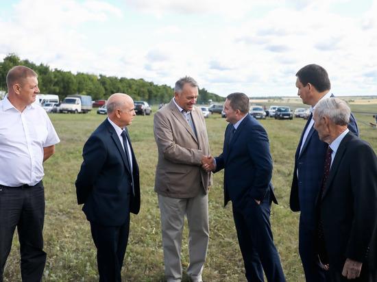 Губернатор сверил с аграриями ход уборочной кампании