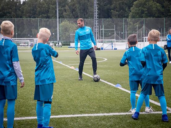 Игроки основного состава «Зенита» пришли на тренировку с детьми из клубной Академии
