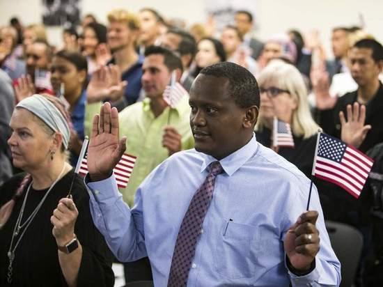 Трамписты хотят поменять тест на гражданство