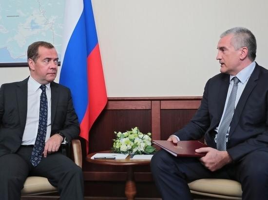 Дмитрий Медведев и Сергей Аксёнов поговорили о курортном сезоне