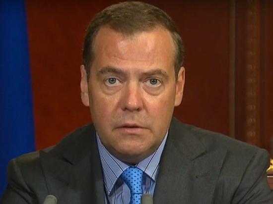 """637b4833189ca37af6fc8eb547533ed6 - Медведев назвал ситуацию с недобросовестными подрядчиками """"доставшей"""""""