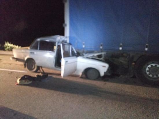 Водителя отечественной «шестерки» раздавило попутным грузовиком
