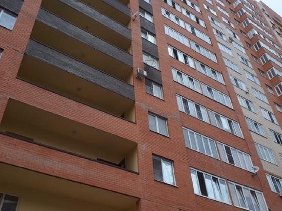 Мэрия: обрушение кирпичей в многоэтажке Ставрополя не опасно