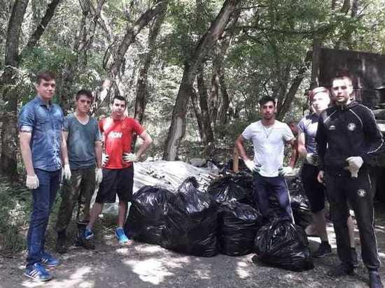 В Железноводске избавили от мусора несколько километров леса