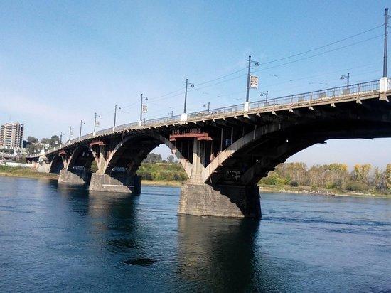 Пешеходным может стать иркутский Глазковский мост