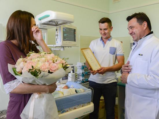 Андрей Воробьев навестил семью, где родились сразу четыре ребенка