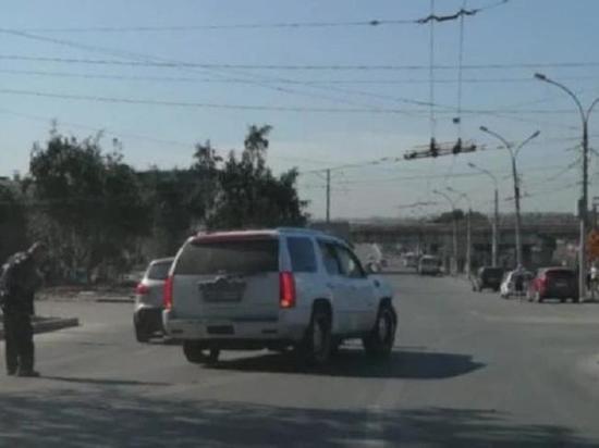 Cadillac с алтайскими номерами сбил человека в Новосибирске