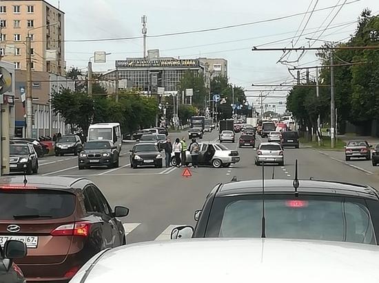 В Смоленске утренняя авария затруднила движение автотранспорта