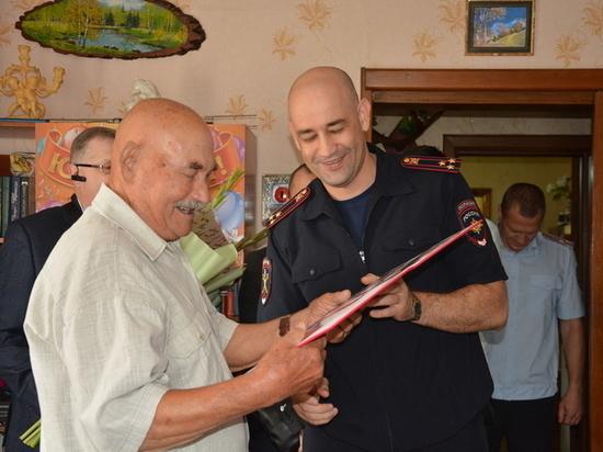В Оренбурге 95-летний юбилей отметил ветеран УМВД.