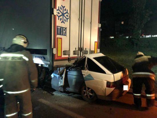В Уфе легковушка влетела под грузовик – водитель погиб