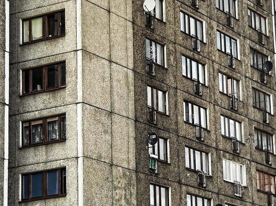 В Чечне мальчика спасли от падения из окна многоэтажки