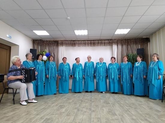 """Бабушки-""""девушки"""": в Твери хор репетирует новый гимн региона"""