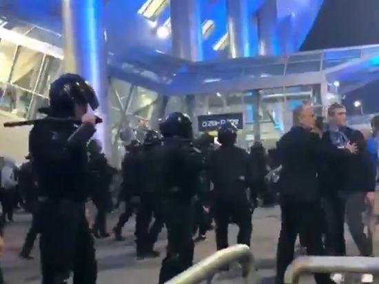 Во время матча Зенитом-Краснодар фанаты подрались с ОМОНом: возбуждено дело