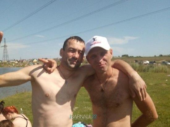 Барнаульцы спасли утопающего парня на озере в Гоньбе