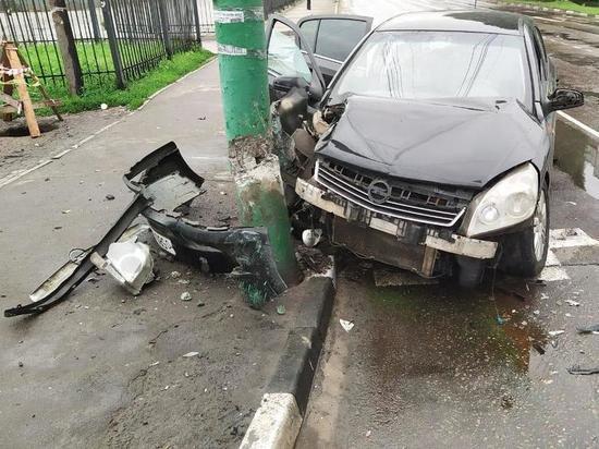 В Тамбовской области две легковушки не поделили дорогу