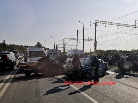 В серьёзном ДТП на Московском шоссе в Смоленске пострадало 4 человека