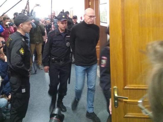 Адвокаты просили Басманный суд прекратить уголовные преследования по ряду эпизодов