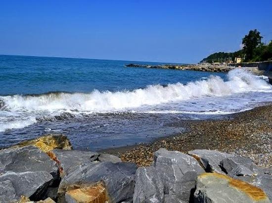 В Лазаревском районе водолазы нашли на дне моря погибших мужчину и ребенка