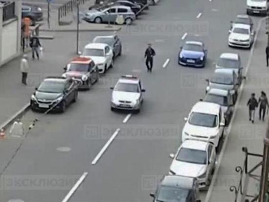 Петербуржец пытался догнать эвакуатор на угнанной полицейской машине