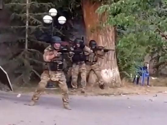 Штурм резиденции Атамбаева перерос в «гражданскую войну»: все видео