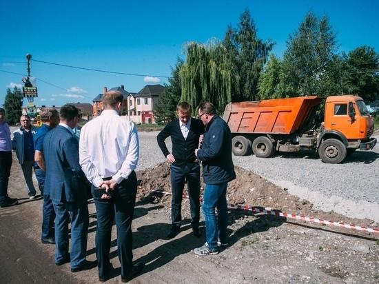 Роман Старовойт проверил строительство дороги на пр-те Дружбы в Курске