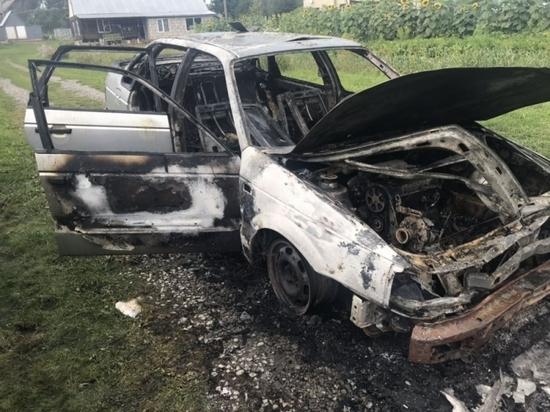 В Смоленской области дотла сгорел автомобиль