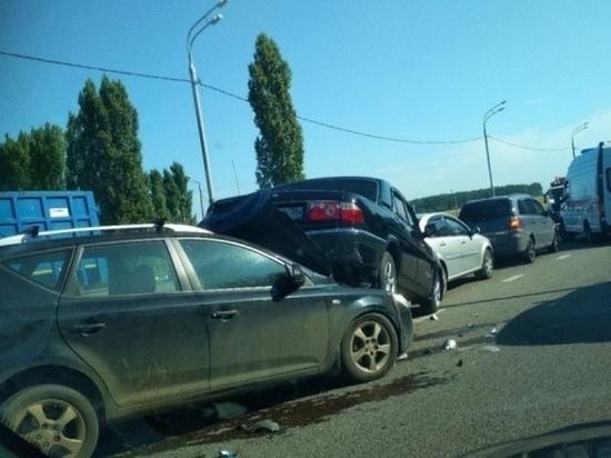 Курянин пострадал в массовом ДТП в Воронежской области