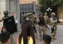 Сотрудникам милиции удалось прорваться на территорию резиденции экс-президента Киргизии Алмазбека Атамбаева в селе Кой-Таш