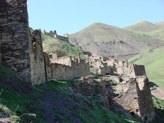 Древний замок с полуторатысячелетней историей восстанавливают в Чечне