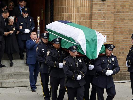 С начала года шесть полицейских Нью-Йорка ушли добровольно из жизни