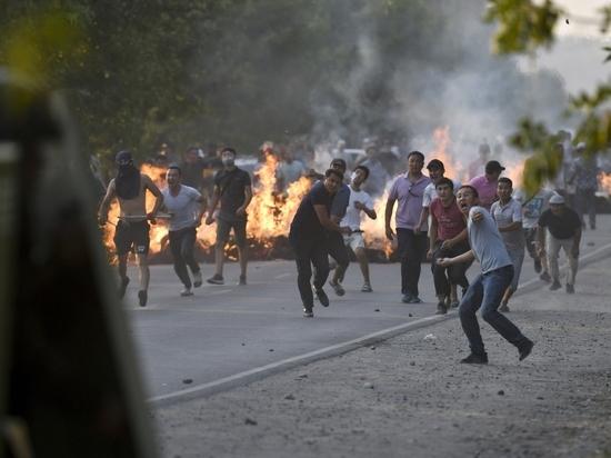 Эксперт объяснил, почему США не станут вмешиваться в киргизские события