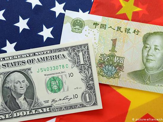 В ответ Китай обесцененивает юань