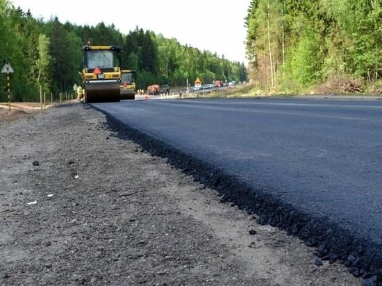 Чиновник отметил, что в текущем году в рамках нацпроекта «Безопасные и качественные дороги» (БКАД) семь объектов из 17 запланированных полностью завершены