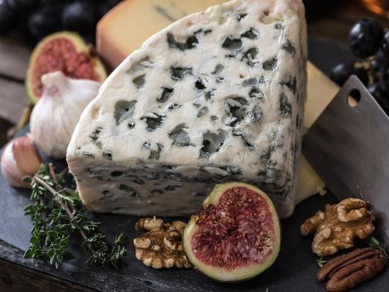 Назван самый опасный вид сыра
