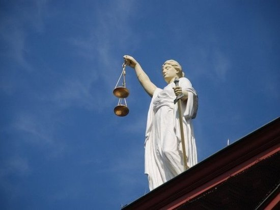 Изнасиловавший падчерицу житель Салехарда сядет на восемь лет