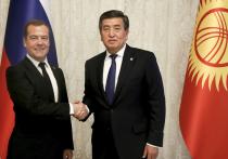 Запланированный визит Дмитрия Медведева в Киргизию на заседание межправительственного совета стран ЕАЭС случайно совпал с разгаром беспорядков в стране, которые называют очередным противостоянием севера и юга