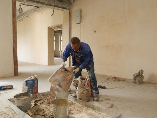 Замглавы Нижнего Новгорода проверила ход ремонта в школе № 123