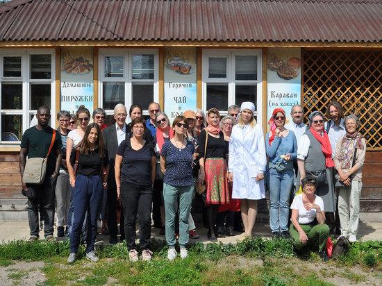 Делегация из Франции и Бельгии откушала хлеб серпуховского монастыря