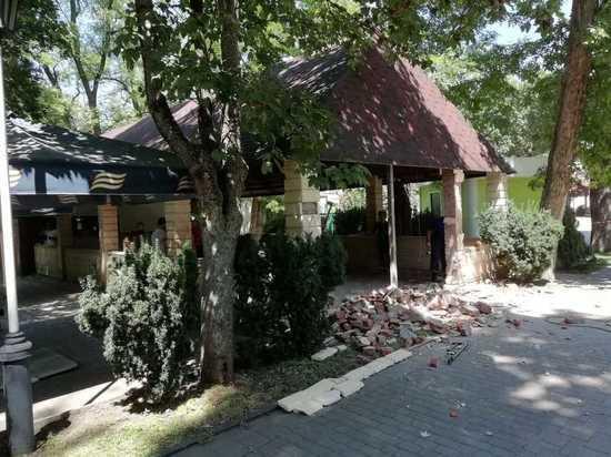 В краснодарском «Городском саду» сносят незаконное кафе