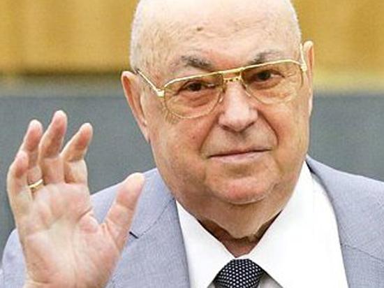 Депутат Госдумы Владимир Ресин поздравляет россиян с Днем строителя