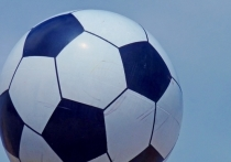 В Волгограде иномарка сбила бетонный мяч около Мамаева кургана