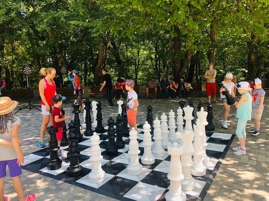 В Железноводске сыграли в напольные шахматы