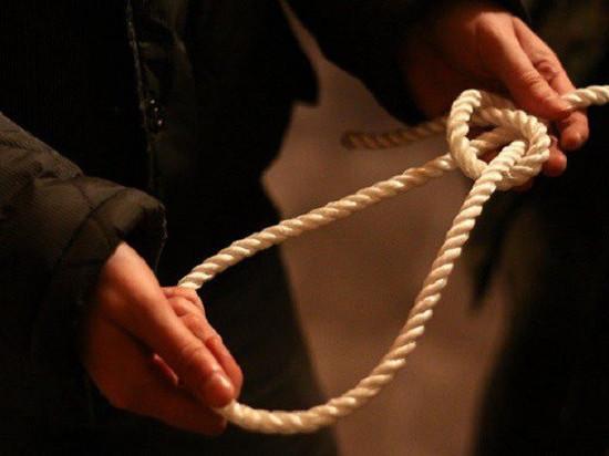В Ясном районе женщина натерла себе шею веревкой и сообщила в полицию, что ее душили