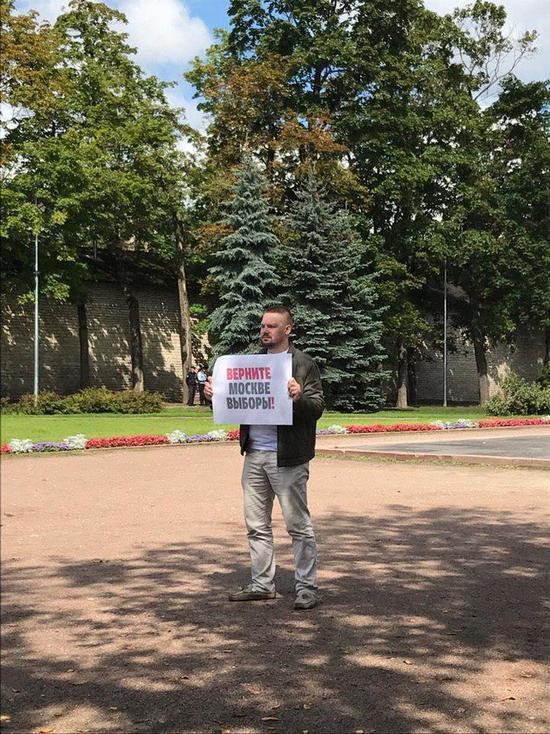 В Пскове прошли пикеты в поддержку митингов в Москве