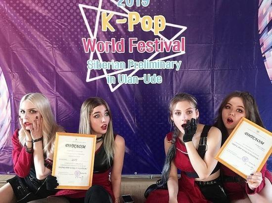 Сибирские танцовщицы исполнили корейский кавер на набережной