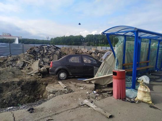 Житель Мурманска протаранил автобус и остановку