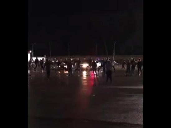 Молодежь в Туле ночью водила хоровод вокруг полицейского патруля